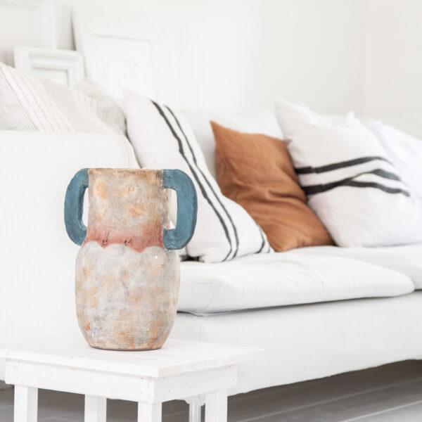 Jet at home - Olsson en Jensen Muskot vase - wit houten tafeltje M